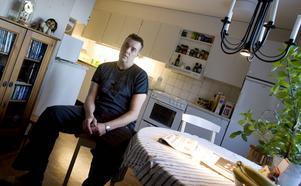 Skräckfärd. Sjuktransporten från Akademiska sjukhuset i Uppsala blev en skräckfärd för Jerk Wassberg och hans cancersjuke son. Föraren var trött och vinglade över körfälten och körde mot Stockholm istället för Gävle.