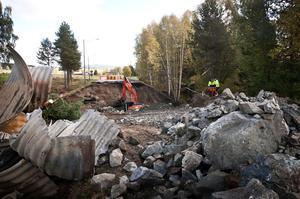Stora jordmassor måste grävas ut och planeras.