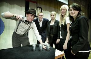 Hela UF-företaget Feel the magic samlat. Från vänster: Andreas Nord, Adam Persson, Malin Eriksson, Sofia Sollén och Evelina Hjelm.