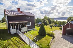 15. Raholmsvägen 158, villa, Ankarsvik, 12034 visningar.