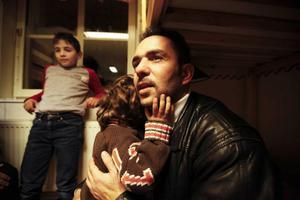 Yosef och hans son Ward väntar också på besked om uppehållstillstånd. Foto: Susanne Kvarnlöf