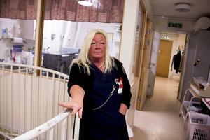 Gunilla Hallström säger att hon blir äcklas av det som kommit fram om Kommunal och funderar nu på att lämna facket.