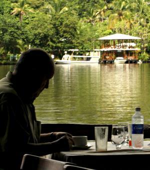 SKAPLIG UTSIKT. Åker man till regnskogen i exempelvis Peru kan man bo direkt vid floden.
