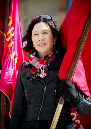 Nya kommunalrådet i Östersund, Katarina Nyberg-Finn, var en av många blåsfrusna mötesdeltagare på första maj-firandet i Östersund.