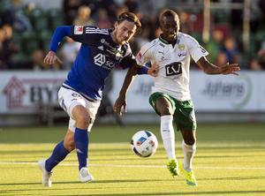 Först lagkamrater, sedan motståndare. Giffarnas Robin Tranberg i kamp med  Hammarbys Pa Dibba förra veckan. En match som slutade 0–0.