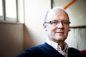 Lars Lundh, från Falun är verksamhetsutvecklare på Skatteverkets huvudkontor i Stockholm. Han har varit med och tagit fram kassaregisterlagen som började gälla 2010. Nu vill han att även torghandeln ska lyda under samma regler.
