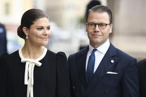 Kronprinsessan Victoria och prins Daniel anländer till riksdagshuset inför riksmötets öppnande 2017. Foto: Pontus Lundahl / TT