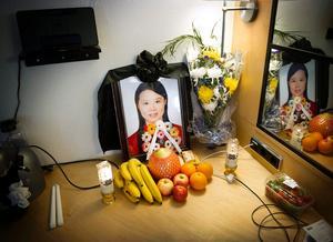 Hao Chens foto var uppställt i hotellrummet som hennes anhöriga bodde på.