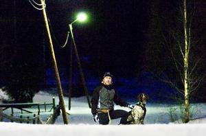 Förre fotbollsprofilen Mikael Pettersson från Falun tog sitt första SM-guld i draghund tillsammans med duktiga vovven Ozzy.