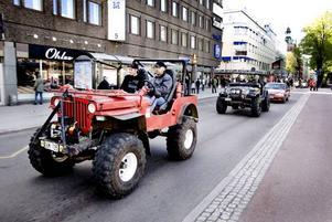 STOR. Bra utsikt får man från denna bil, som nog klarar betydligt tuffare terräng än Norra Kungsgatan.