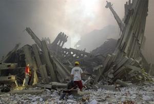 World Trade Center. Fortfarande hävdar många att det inte alls var al-Qaida utan den amerikanska regeringen som låg bakom terrorattackerna den 11 september 2001. Men konspirationsteorierna faller på sin egen orimlighet, anser Jackie Jakubowski.