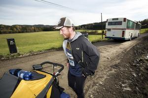 Att ta bussen en sträcka kan nog vara frestande. Men Kevin Carr kan inte det. Om hans målsättning att slå rekord ska uppfyllas.