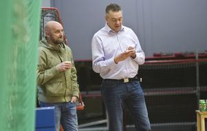 Sportchef Frippe Norén (till vänster) hoppas ha en huvudtränare klar inom de närmaste veckorna.