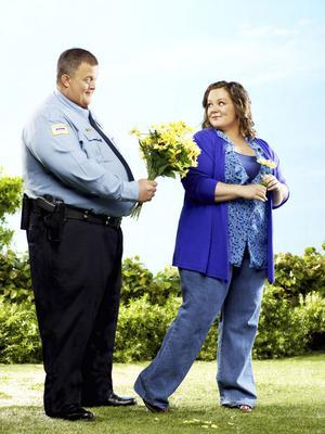 Komedi om övervikt. Melissa McCarthy och Billy Gardell i Kanal 5:s nya serie