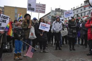 Democrats abroad demonstrerade mot president Donald Trump på Medborgarplatsen i Stockholm.
