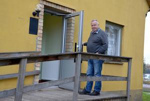 Rune Forsberg, ordförande i Haverö PRO vill öppna dörren till närcentralen i Östavall för dagvårdsverksamhet.