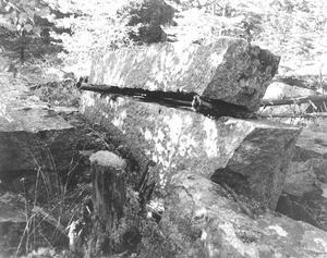 1978 Foto Ragnar Forslund Så här såg stenblocken ut då Ragnar Forslund hittade dem 1978.