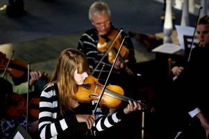 VACKER MUSIK. Sandvikens Kulturskolans traditionella vårkonsert i Drottningen bjöd på både klassiskt och musikaler. Ungdomskören, stråkorkestern Violetterna och hela 23 solister stod för programmet.