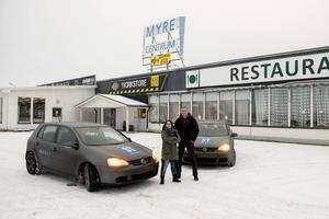 Start i Myre centrum för STs testteam. Birgitta Strandh körde nya E4 och Jan Olby den gamla.