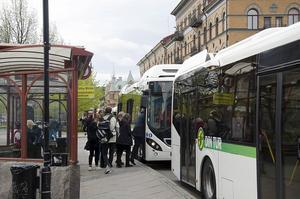 Det kommunen bör titta på är exempelvis hur antalet kollektivtrafikresenärer kan öka från dagens ynka sju procent. Kan bussarna måhända göras trevligare och mer pålitliga, skriver signaturen SNM. Foto: Leif Johansson/Arkiv