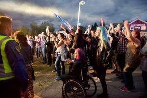 Fredagskvällens konsert med JLT John Lindberg trio drog publik till Härdalsyran.