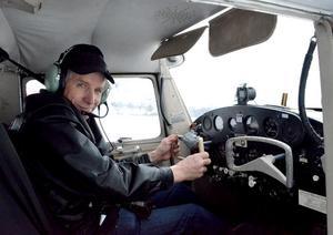 Henry Mattsson från Nås fick en 200 meter lång landningsbana upplogad åt sig på Brunnsjön.