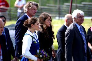 Kunglig ankomst. Kronprinsessan Victoria och Drottning Rania av Jordanien hade sällskap av Bo Ekman.