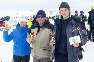 Anna-Lena Björkman, Thomas Andersson och Dennis Rundlöf, tre glada pristagare på plats i Skärsjövålen.