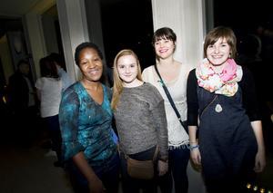Utbytesstudenterna Mary Maitai från Kenya, Chloë de Bruyne från Belgien, Elena Koerner och Agnes Koller, båda från Tyskland, var förväntansfulla.