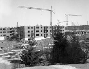 KJ har byggt stora delar av Norrtälje. Här uppförs Grind, bostadsområdet i stadens nordöstra delar. Bilden är från 1966.