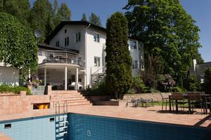 Den eleganta villan högst upp på Baldersvägen är nu såld. Slutpriset hamnade under utgångspriset på 8,9 miljoner kronor.
