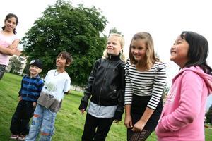 Sångtävling. Cajsa Gräsberg, Gabriella Svanström och Fanny La Zum vann tävlingen där det gällde att komma på sånger med rätt begynnelsebokstav.