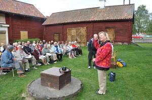 tervetullut! Kaisa Skoog hälsade ett 40-tal personer välkomna till den första träffen för Sverigefinnar i Tierp. Hälsningen skedde som sig bör på finska.
