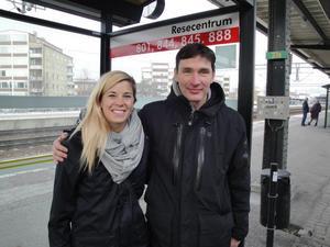 Stephanie Labbé (t v) kommer i sommar backas upp av 17-åriga Lina Domberg som målvakt i Kif Örebro. En lösning tränaren Rickard Nilsson (t h) är nöjd med.