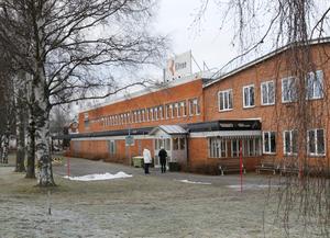 Ännu en kraftig neddragning drabbar Kitron i Karlskoga. Mindre än hälften av dagens 106 anställda kommer att finnas kvar efter den omorganisation som nu blivit offentlig.