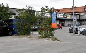 I rutan framför Lidls parkeringsskylt stod Daniels bil men biljettköpet i automaten i bakgrunden gällde inte.