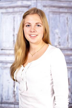 5. Matilda Grip bor i Ytterhogdal och Östersund. 16 år. Går första året på estet/mediaprogrammet i Östersund. Gillar att vara med familj och vänner. Visste ni inte om mig: älskar att hitta på och testa nya saker. Kan faktiskt hålla rent i sin lägenhet.