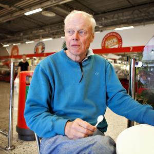 Lennart Heselius, 63 år, pensionär, Gävle– Det var en sådan hemsk händelse, man kunde inte tro att det var sant. Breivik angrep ju nästa generations politiker. Det enda positiva är ju att Framskrittspartiet har halverats sin väljarkår, måtte en liknande utveckling hända i Sverige också.