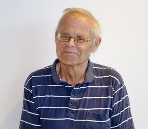 Kommunen kan få böta för att äldre tvingas vänta så länge på äldreboendeplats, menar Bengt-Åke Nilsson (FP).