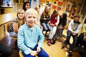 Sidan 2-bild. Ando Krogstad från Östersund fyller 11 år 11 november -11. Lilla ÖP pratade siffror med honom och hans klasskamrater.