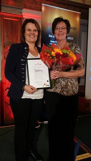 Agneta Jansson och Catarina Willman tar emot Vansbro kommuns pris för årets strategiska support.