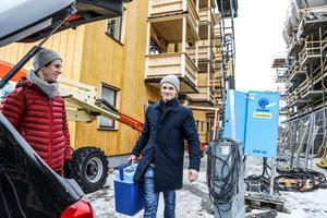 Lars Backskog trivs bra i kvarteret Sjöbodarna och störs inte av allt byggande inpå knuten.