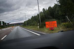 Strax söder om Söderhamn informerad en vägskylt om den avstängda avfarten.