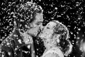 Björn Johansson och Anna Andersson i en öm scen i en magisk föreställning.