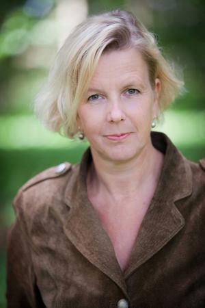 Författaren Oline Stig började läsa noveller i tonåren.