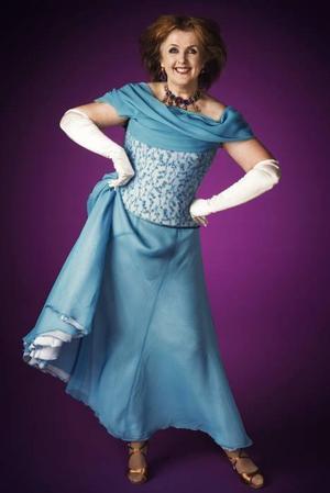 """SVT-profilen Elisabet Höglund deltar i 2009 års """"Let's Dance""""."""