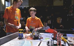Nicolas Ågnell och Nils Forsén från Östbergsskolan deltog i tävlingen.