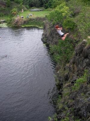 Västeråstjejen Jessica Thiel faller . . . för grupptrycket ochhoppar. Följ hennes äventyr på www.jessicassupercoolaaustralienblogg.blogg.se