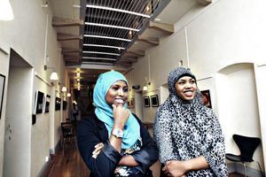 – Man ska känna sig trygg i sig själv. Man är fin som man är, säger Halima Ali Hussein och Nimo Hassan, som kommer att göra modeinslag i den fria kanalen.