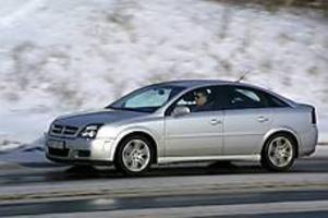 Foto: OLLE HILDINGSON Sportigt sänkt. Vectra GTS är sänkt jämfört med standardmodellen och har betydligt hårdare fjädring/dämpning.